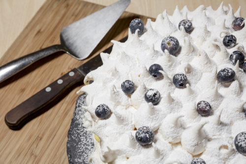 Fresh meringue topped with blueberries and dusted with icing sugar